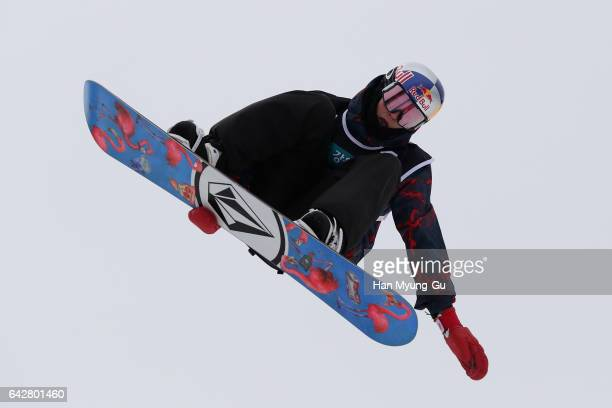 Scotty James from Australia competes in the FIS Snowboard World Cup Men's Halfpipe Finals at Bokwang Snow Park on February 19 2017 in Pyeongchanggun...