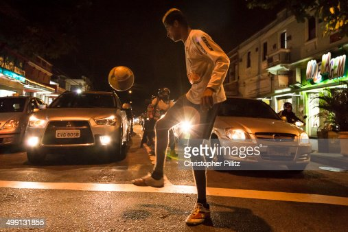 Scraping a living with a football on streets : Foto stock
