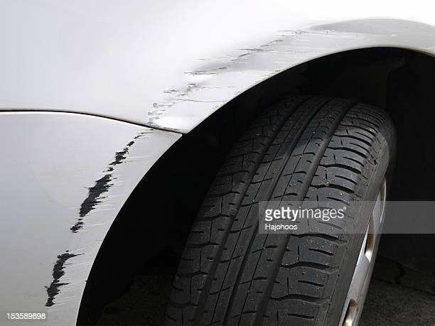 Zerkratzt weiße Auto