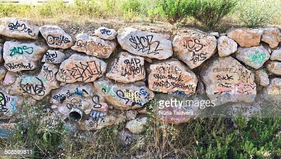 Scrawled stone wall : Foto de stock