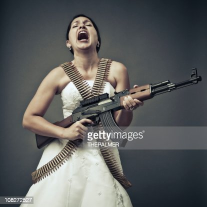 Невеста с автоматами женщины