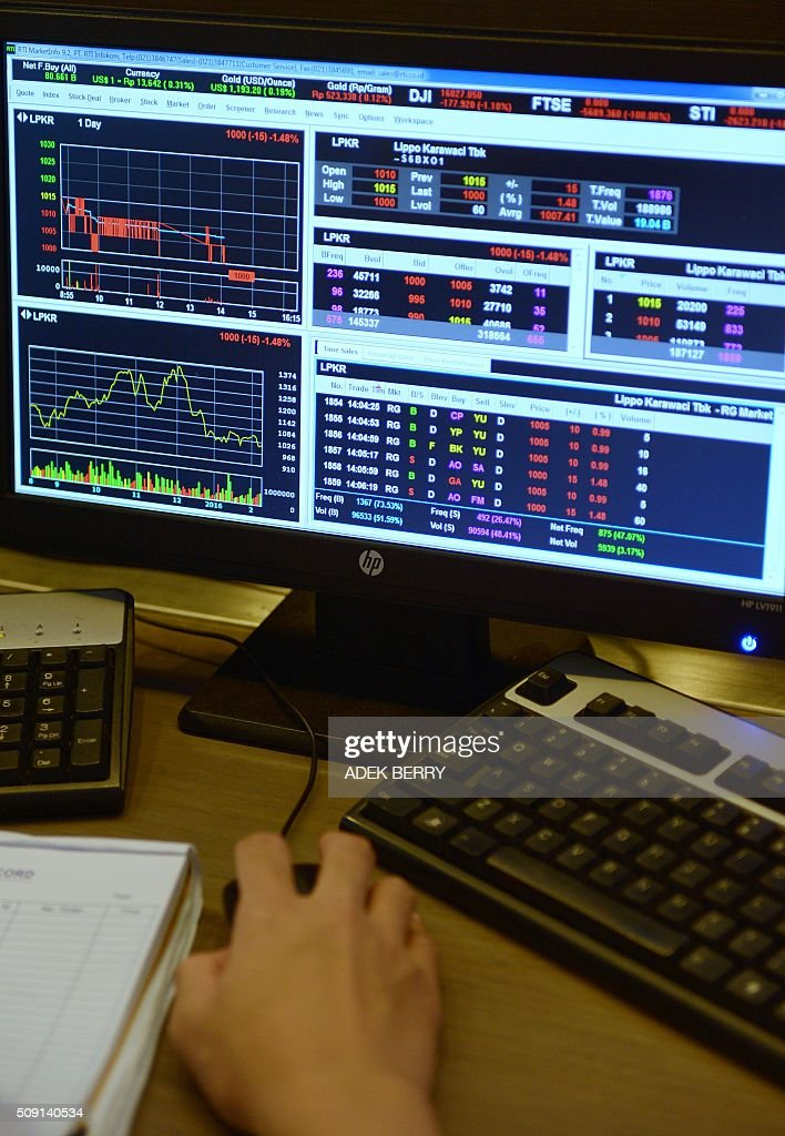 A screen showing stock market data is seen at a trader's workstation at a securities office in Jakarta on February 9, 2016. The Indonesian stock market reopened February 9 while most of the Asian region remained closed for the Lunar New Year holiday, as trading remained thin but dealers took their lead from New York and Europe where banking shares were battered. AFP PHOTO / ADEK BERRY / AFP / ADEK BERRY