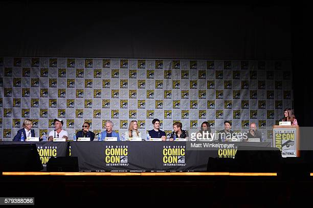 Screenwriter Phil Klemmer actors Dominic Purcell Franz Drameh Victor Garber Caity Lotz Brandon Routh Arthur Darvill Maisie RichardsonSellers Nick...