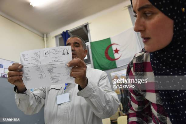 Scrutineers count votes at the end of the Algerian parliamentary elections late on May 4 in the capital Algiers / AFP PHOTO / RYAD KRAMDI