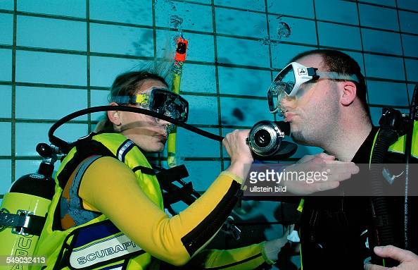scuba diving lessons in a swimming pool buddy breathing Germany Munich Olympiabad