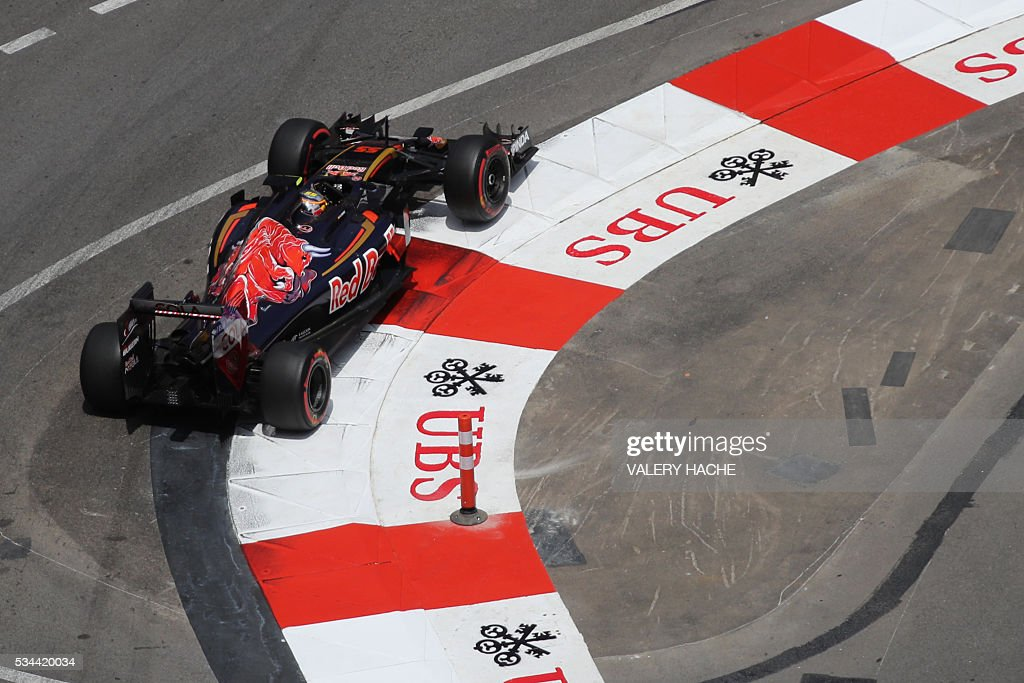 Scuderia Toro Rosso's Spanish driver Carlos Sainz Jr drives during the first practice session at the Monaco street circuit, on May 26, 2016 in Monaco, three days ahead of the Monaco Formula 1 Grand Prix. / AFP / Valery HACHE