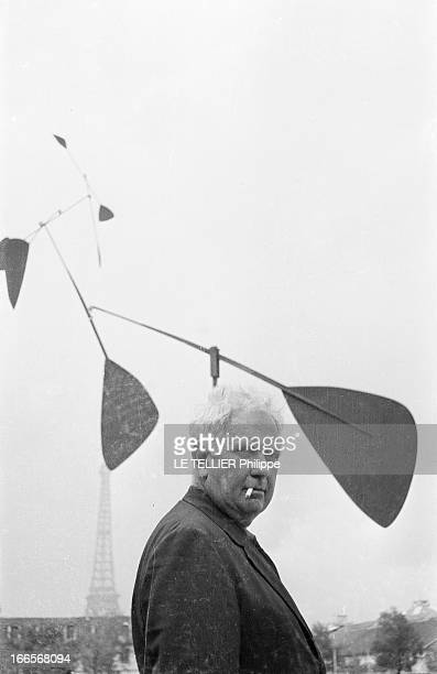Sculptor Alexander Calder Makes A Mobile For The Palace Of Unesco A Paris sur la pelouse du palais de l'UNESCO portrait d'Alexandre CALDER une...