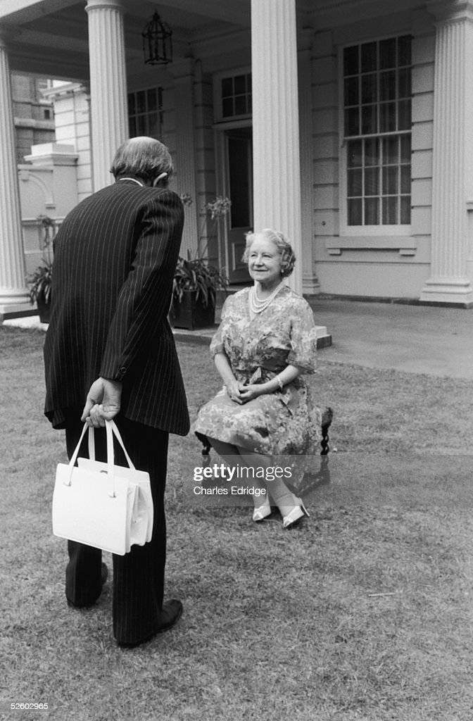Sculptor Oscar Nemon in the garden at Clarence House with Queen Elizabeth the Queen Mother who is sitting for photographs that Nemon can can work from mid 1970s.