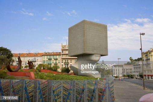 Sculpture in a park, Acropolis Conference Center, Nice, France : Foto de stock