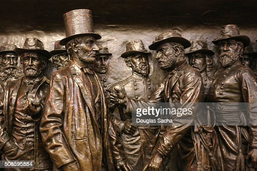 Sculpture of Abraham Lincoln and his Civil War Commanders at the soldiers and sailors public monument in Cleveland, Ohio, USA : Foto de stock
