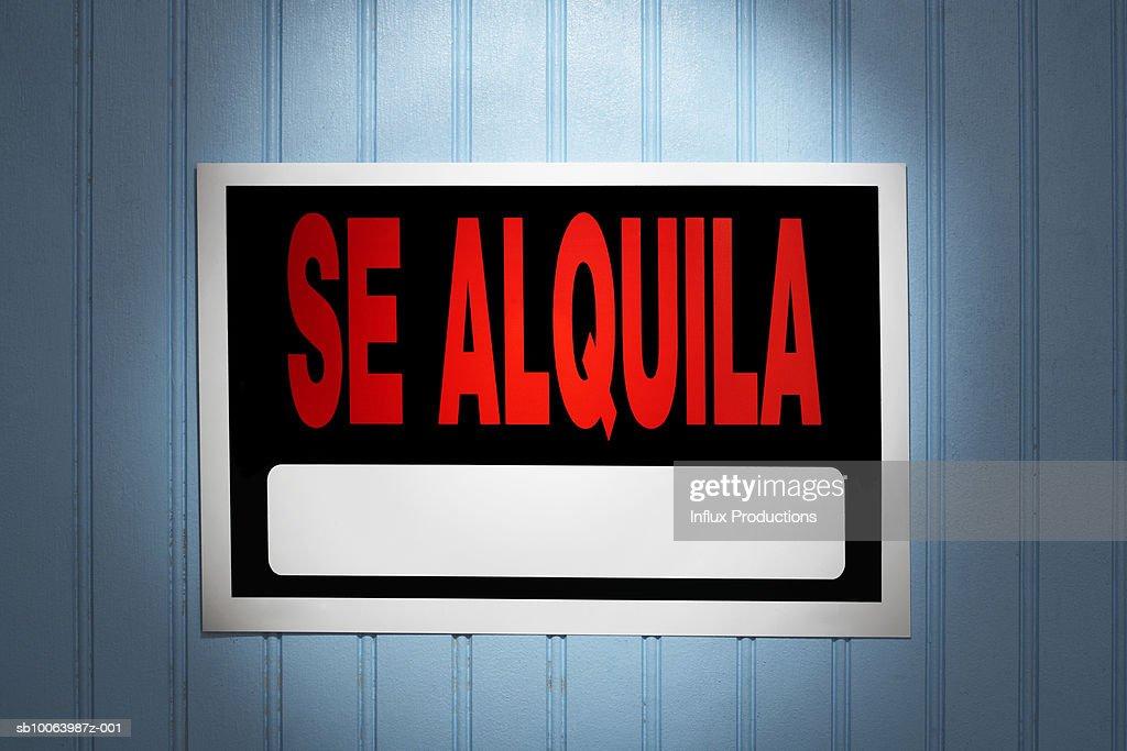 Se Alquila' Spanish for rent sign : Stock Photo