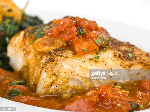 Loup de mer à la sauce tomate
