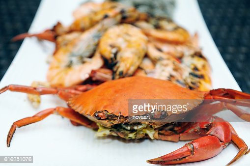 Sea crab and snapper seafood set with spicy sauce : Foto de stock