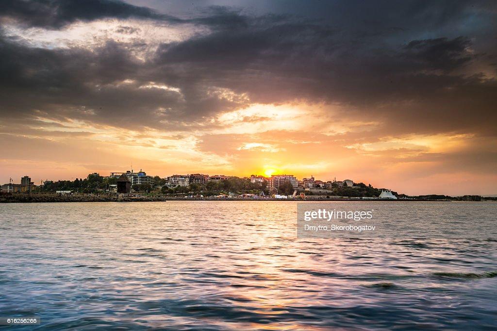 sea shore with a sandy beach with island : Foto de stock