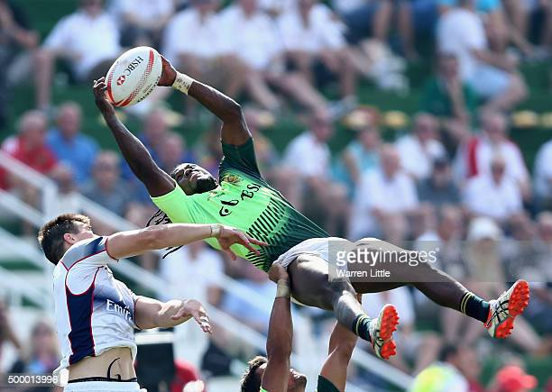 Seabelo Senatia of South Africa in action against the USA in the Cup quarter final match during the Emirates Dubai Rugby Sevens HSBC World Rugby...