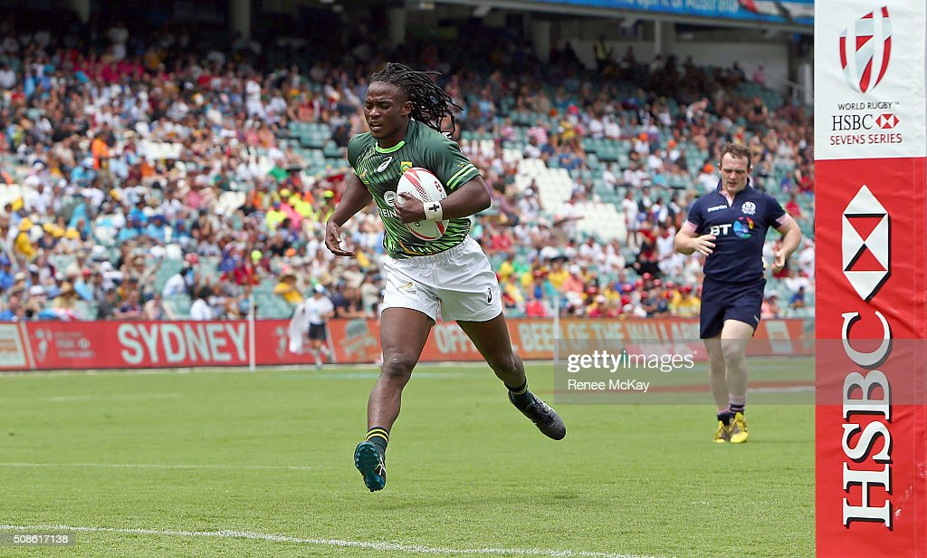 Seabelo Senatla of South Africa runs in a try during the day 1 match between South Africa and Scotland at the HSBC Sydney Sevens at Allianz Stadium on February 06, 2016 in Sydney, Australia.