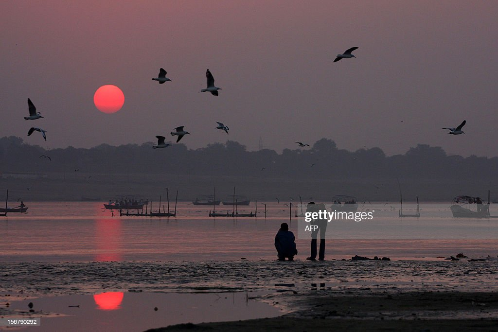Seagulls fly over the River Ganges during sunset at Sangam in Allahabad on November 21, 2012. Allahabad, located in the north Indian state of Uttar Pradesh and where the Ganges, Yamuna and Saraswati rivers meet, is a focal point for Hindu pilgrims during the Kumbh Mela, where devotees gather to bathe in the holy waters of the three rivers. AFP PHOTO/SANJAY KANOJIA