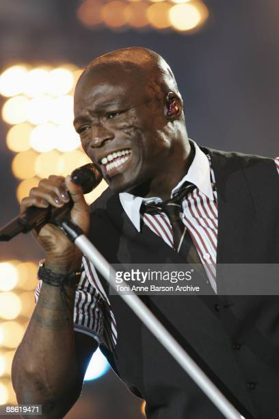 Seal performs at the France 2 Live Show ' Fete de la Musique' in the Bagatelle Gardens on June 21 in Paris France