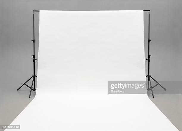 Nahtlose Papier weißen Hintergrund hängen auf steht-isoliert auf Grau