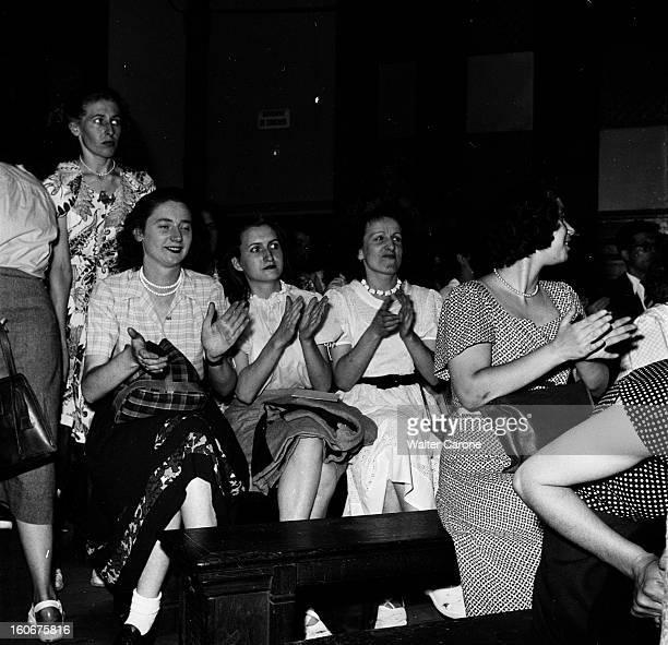 Seamstresses On Strike Paris juillet 1949 reportage sur 12 000 midinettes en grève rassemblement à la bourse du travail avec le délégué national...