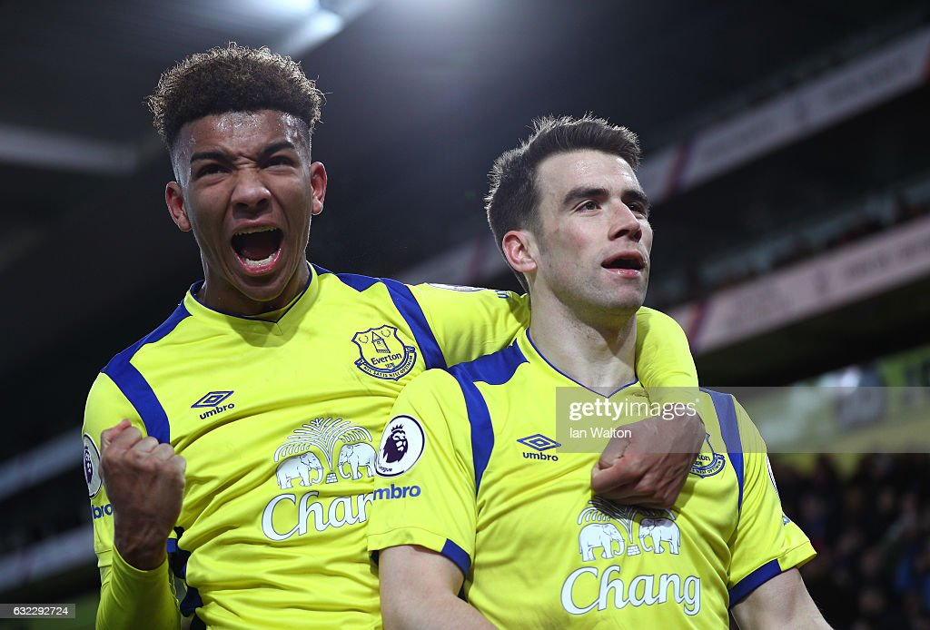 Seamus Coleman of Everton (R) celebrates scoring his sides first goal with Mason Holgate of Everton (L) during the Premier League match between Crystal Palace and Everton at Selhurst Park on January 21, 2017 in London, England.