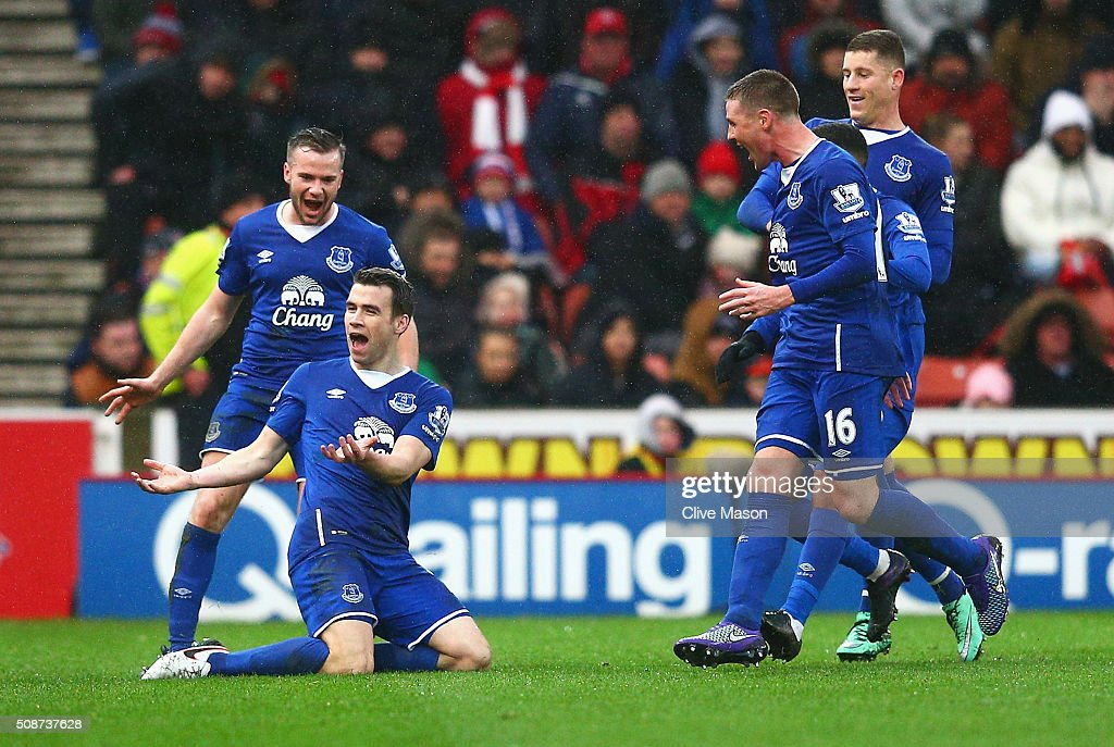 Seamus Coleman (2nd L) of Everton celebrates scoring his team's second goal with his team mates during the Barclays Premier League match between Stoke City and Everton at Britannia Stadium on February 6, 2016 in Stoke on Trentl, England.