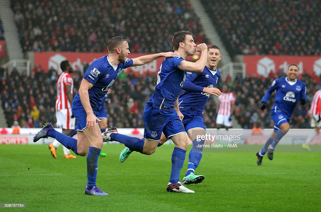 <a gi-track='captionPersonalityLinkClicked' href=/galleries/search?phrase=Seamus+Coleman&family=editorial&specificpeople=6005260 ng-click='$event.stopPropagation()'>Seamus Coleman</a> of Everton celebrates with his team-mates after scoring a goal to make it 0-2 during the Barclays Premier League match between Stoke City and Everton at the Britannia Stadium on February 06, 2016 in Stoke-on-Trent, England.