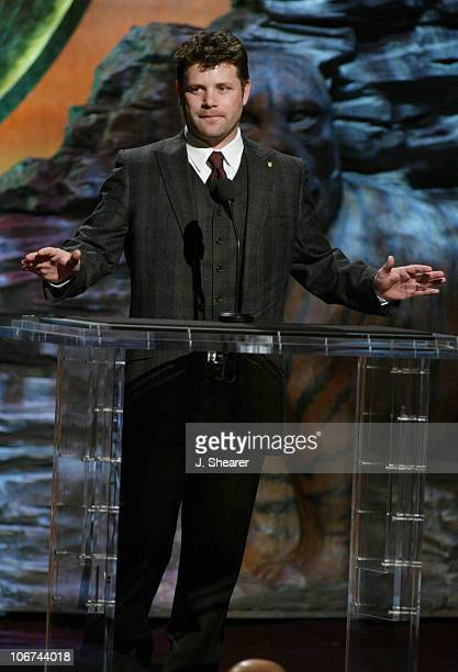 Sean Astin presents the Genesis Award to Guest of Honor Virginia McKenna