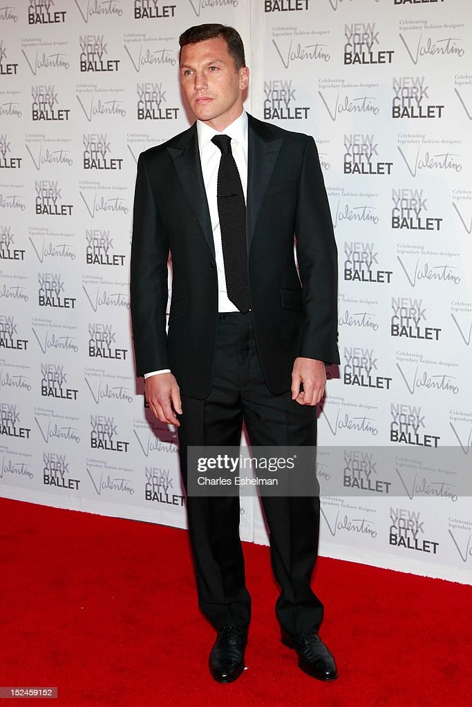 <a gi-track='captionPersonalityLinkClicked' href=/galleries/search?phrase=Sean+Avery&family=editorial&specificpeople=209357 ng-click='$event.stopPropagation()'>Sean Avery</a> attends the 2012 New York City Ballet fall gala at David H. Koch Theater, Lincoln Center on September 20, 2012 in New York City.