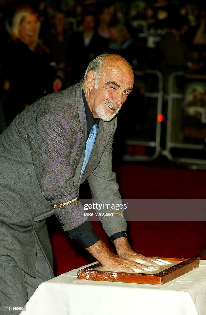 Sean Connery makes a hand mould before the premiere