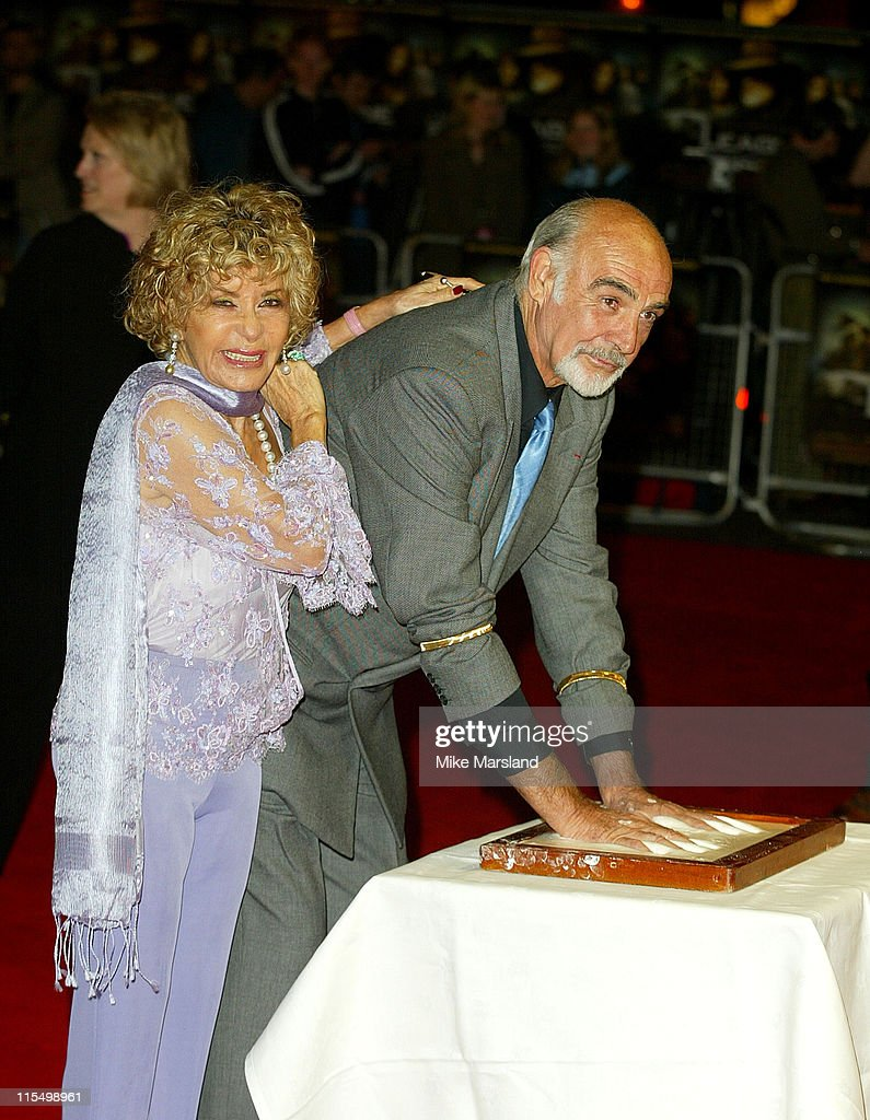 Sean Connery makes a hand mould before the premiere with his wife Micheline Roquebrune