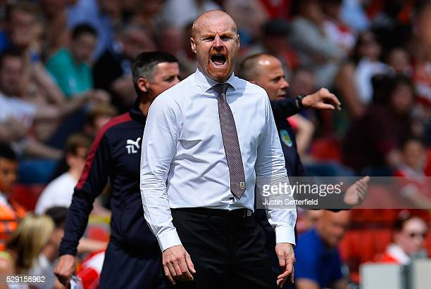 Sean Dyche Manager of of Burnley makes a point during the Sky Bet Championship between Charlton Athletic and Burnley at the Valley on May 7 2016 in...