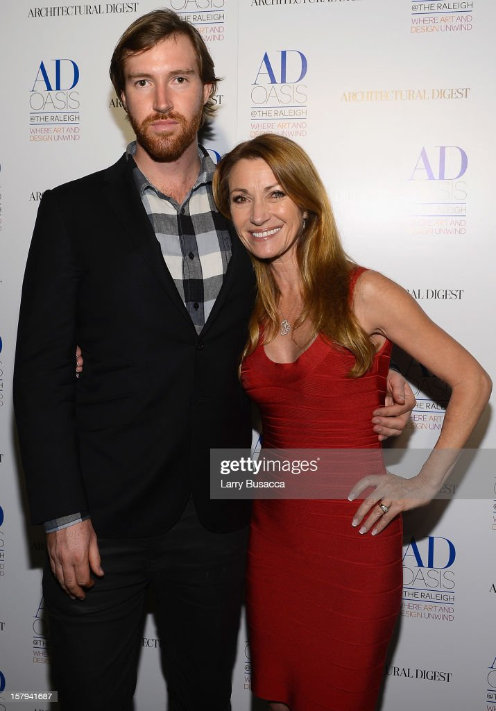 <a gi-track='captionPersonalityLinkClicked' href=/galleries/search?phrase=Sean+Flynn&family=editorial&specificpeople=221320 ng-click='$event.stopPropagation()'>Sean Flynn</a> and actress Jane Seymour arrive to AD Oasis & Sunbrella host Cocktail Party Celebrating AD100 Designer Mark Cunningham at The Raleigh on December 7, 2012 in Miami, Florida.