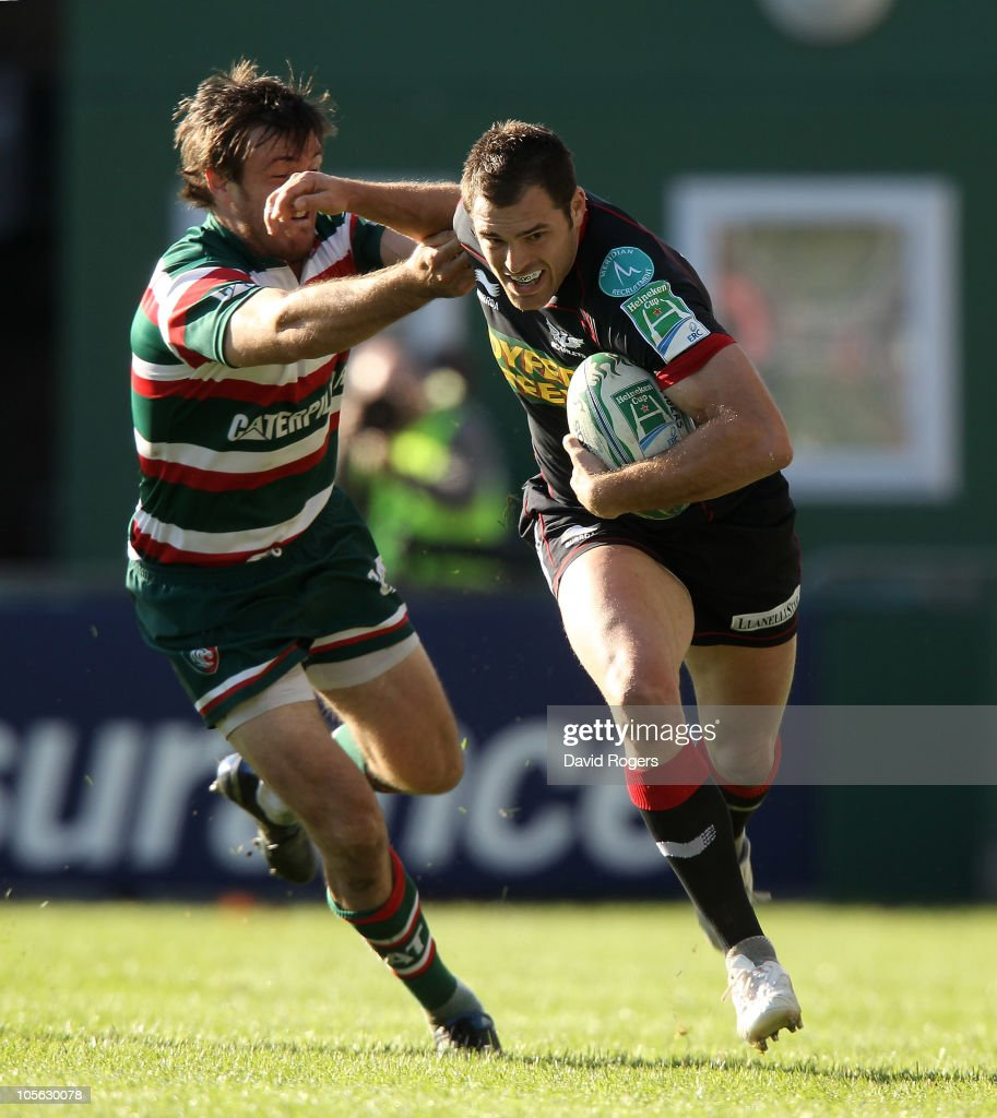 <a gi-track='captionPersonalityLinkClicked' href=/galleries/search?phrase=Sean+Lamont&family=editorial&specificpeople=241325 ng-click='$event.stopPropagation()'>Sean Lamont</a> of the Scarlets holds off Matt Smith during the Heineken Cup match between Leicester Tigers and Scarlets at Welford Road on October 17, 2010 in Leicester, England.
