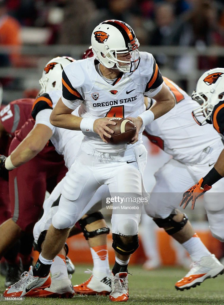 Sean Mannion #4 of the Oregon State Beavers looks to hand off against the Washington State Cougars during the game at Martin Stadium on October 12, 2013 in Pullman, Washington.