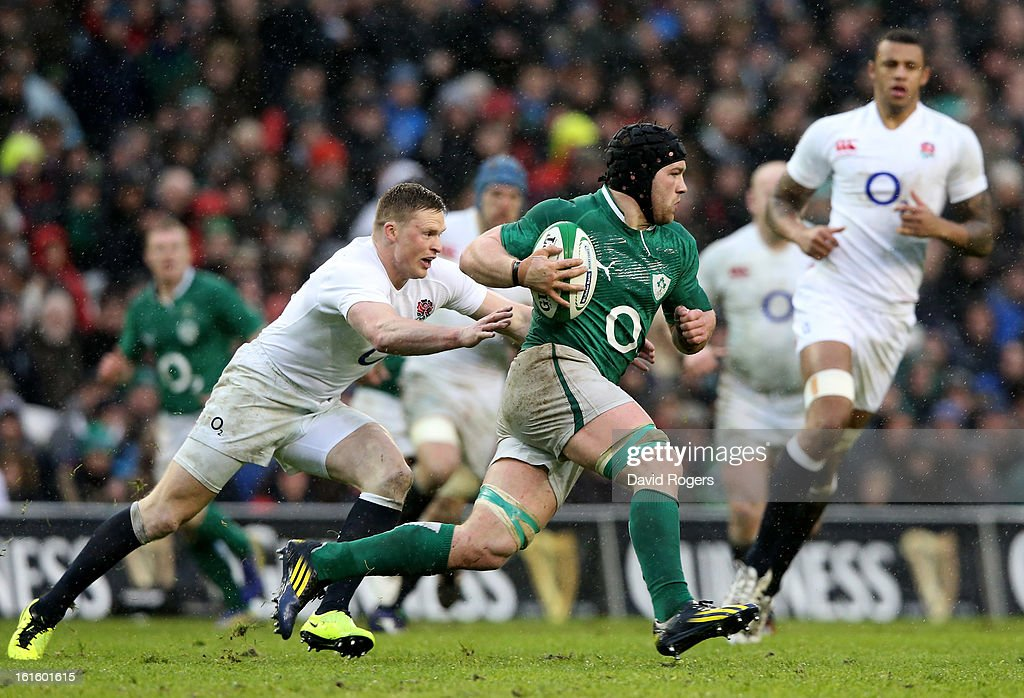 Sean O'Brien of Ireland charges upfield during the RBS Six Nations match between Ireland and England at Aviva Stadium on February 10, 2013 in Dublin, Ireland.