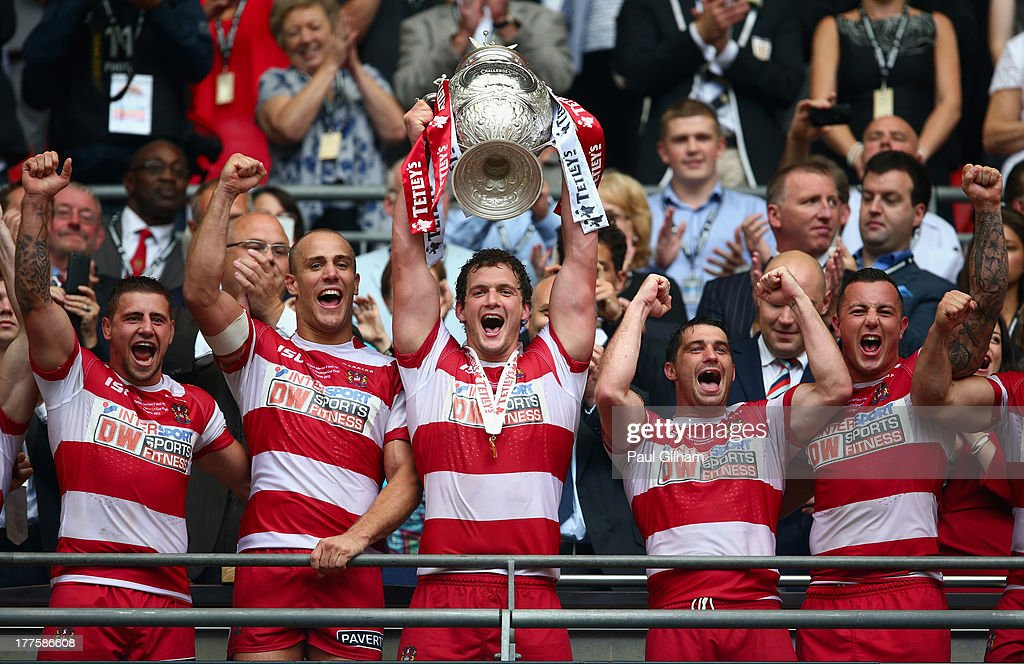 Sean O'Loughlin of Wigan Warriors lifts the trophy after Wigan Warriors won the Tetley's Challenge Cup Final between Wigan Warriors and Hull FC at...