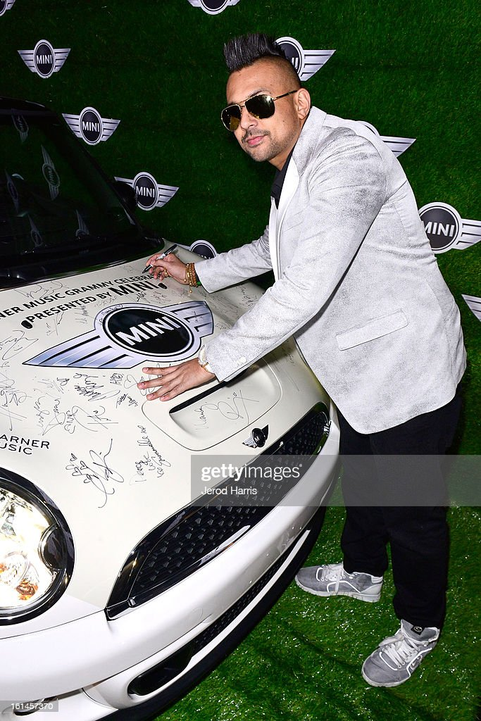 <a gi-track='captionPersonalityLinkClicked' href=/galleries/search?phrase=Sean+Paul&family=editorial&specificpeople=209242 ng-click='$event.stopPropagation()'>Sean Paul</a> arrives at the Warner Music Group GRAMMY Celebration - Presented by Mini at Chateau Marmont on February 10, 2013 in Los Angeles, California.