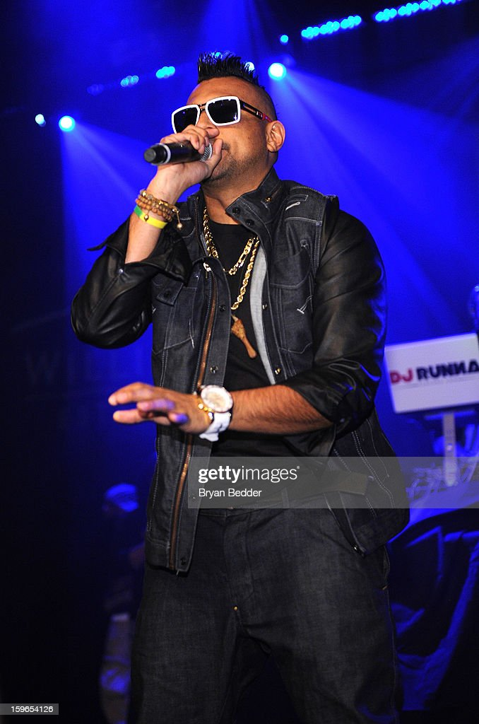 <a gi-track='captionPersonalityLinkClicked' href=/galleries/search?phrase=Sean+Paul&family=editorial&specificpeople=209242 ng-click='$event.stopPropagation()'>Sean Paul</a> performs at VH1 Save The Music Foundation's Songwriters Music Series Remix featuring Swizz Beatz & Friends, presented by Monster DNA Headphones & William Hill Estate Winery at Hard Rock Cafe New York on January 17, 2013 in New York City.