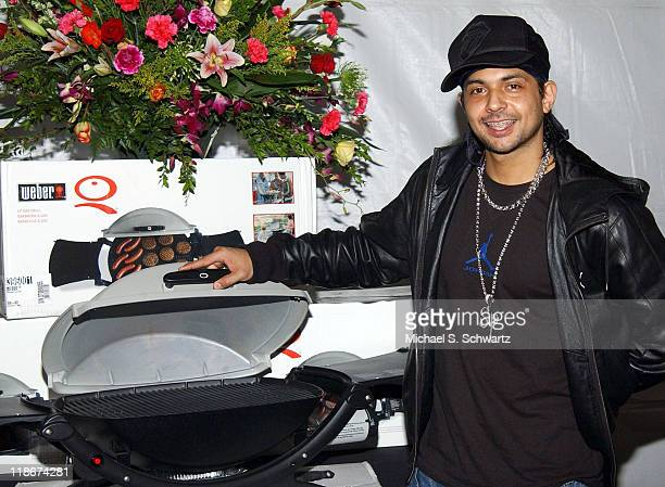 Sean Paul signing the Weber Q Portable Gas Grill one of the celebrity gift items