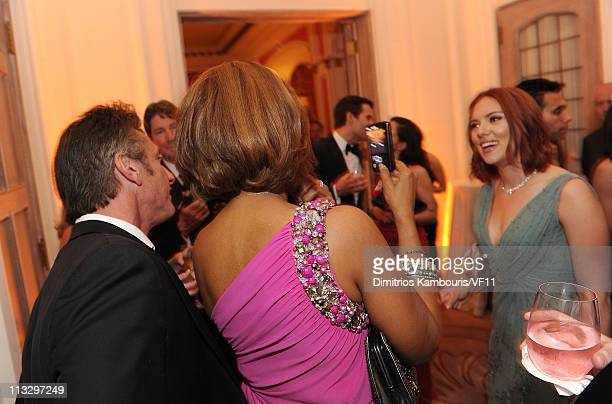 Sean Penn and actress Scarlett Johansson attend the Bloomberg Vanity Fair cocktail reception following the 2011 White House Correspondents'...