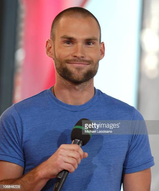 Seann William Scott during Jessica Simpson Johnny Knoxville and Seann William Scott Visit MTV's 'TRL' August 3 2005 at MTV Studios Times Square in...