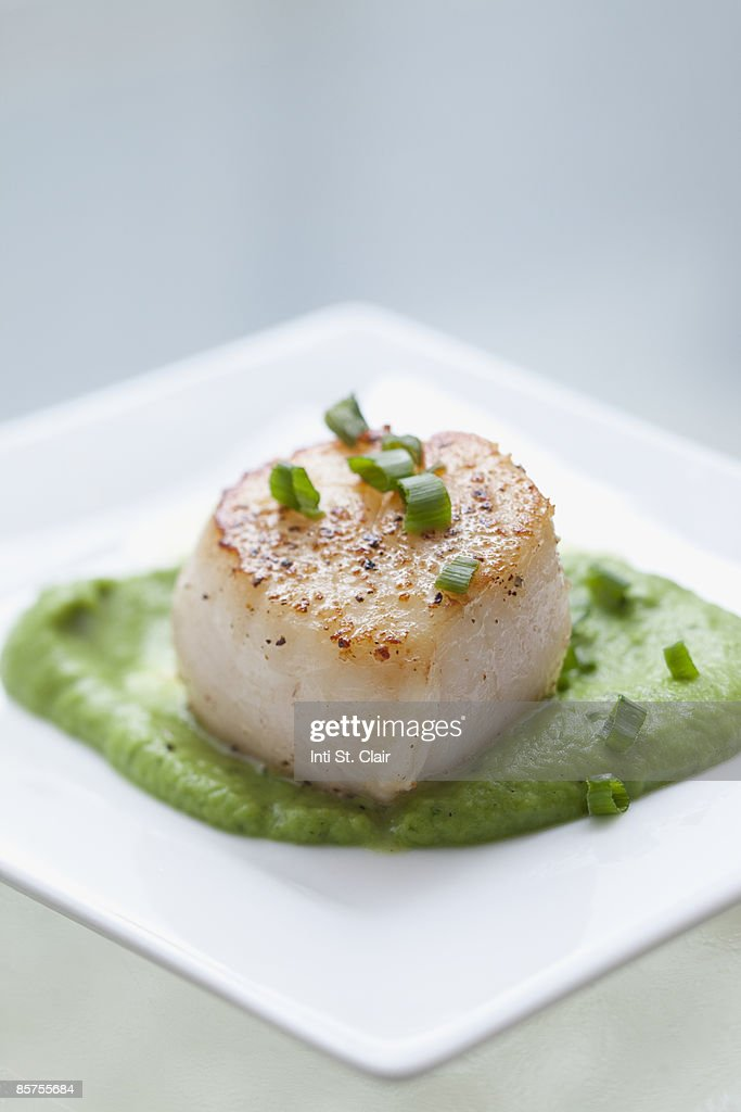 Seared Sea Scallop with Mint Pea Puree and Chives : Stock Photo