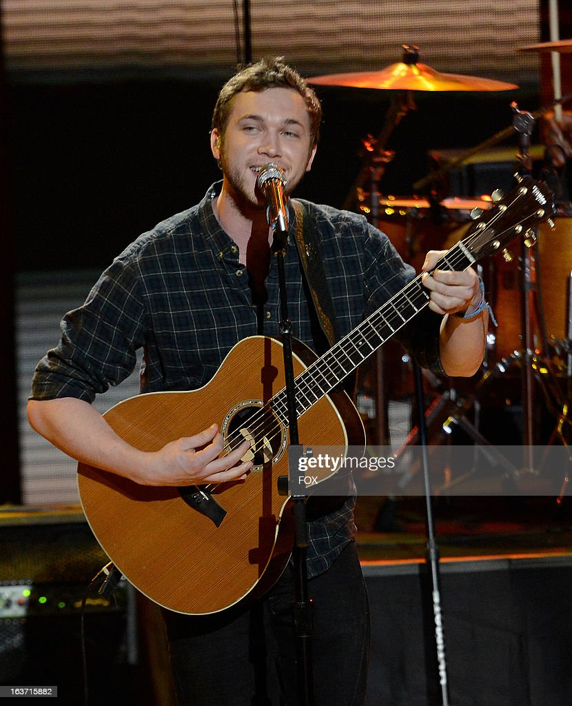 Season 11 winner Phillip Phillips performs onstage at FOX's 'American Idol' Season 12 Top 10 To 9 Live Elimination Show on March 14, 2013 in Hollywood, California.