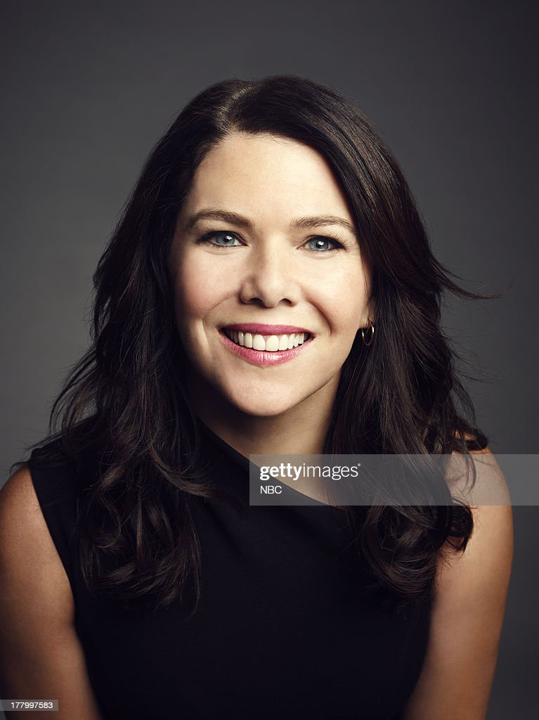 <a gi-track='captionPersonalityLinkClicked' href=/galleries/search?phrase=Lauren+Graham&family=editorial&specificpeople=206505 ng-click='$event.stopPropagation()'>Lauren Graham</a> as Sarah Braverman --