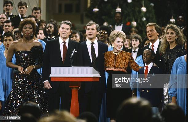 WASHINGTON '1985' Season 5 Pictured Natalie Cole President Ronald Reagan NBC News' Tom Brokaw First Lady Nancy Reagan student singer Pat Boone Amy...