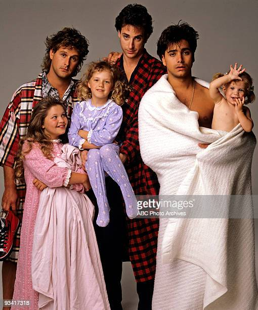 HOUSE Season One Gallery 5/9/88 Pictured from left Dave Coulier Candace Cameron Jodie Sweetin Bob Saget John Stamos Ashley Olsen