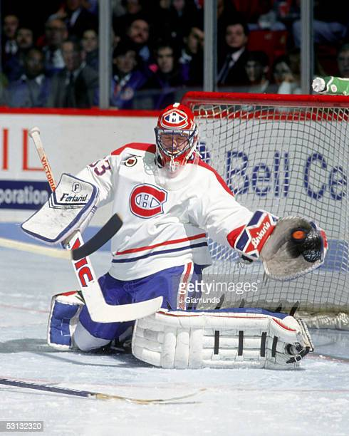 Patrick Roy makes a glove save 199192