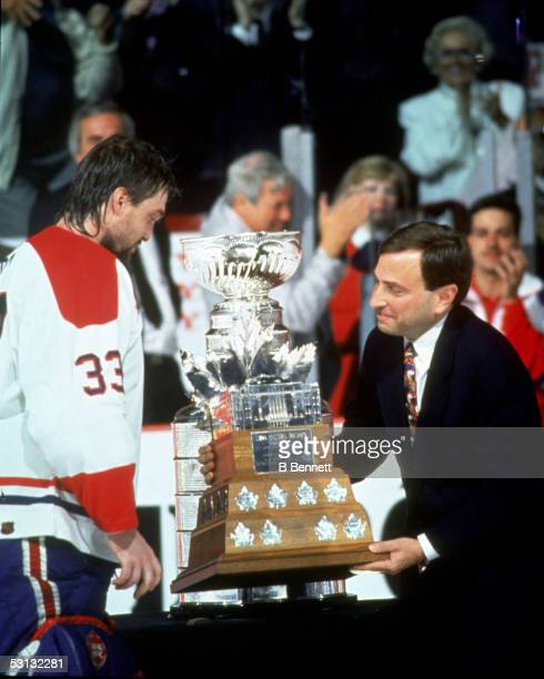 Patrick Roy receives the Conn Smythe Trophy from Gary Bettman 1993 Stanley Cup