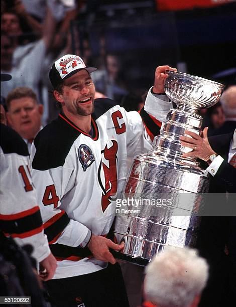Scott Stevens recieves the 1995 Stanley Cup
